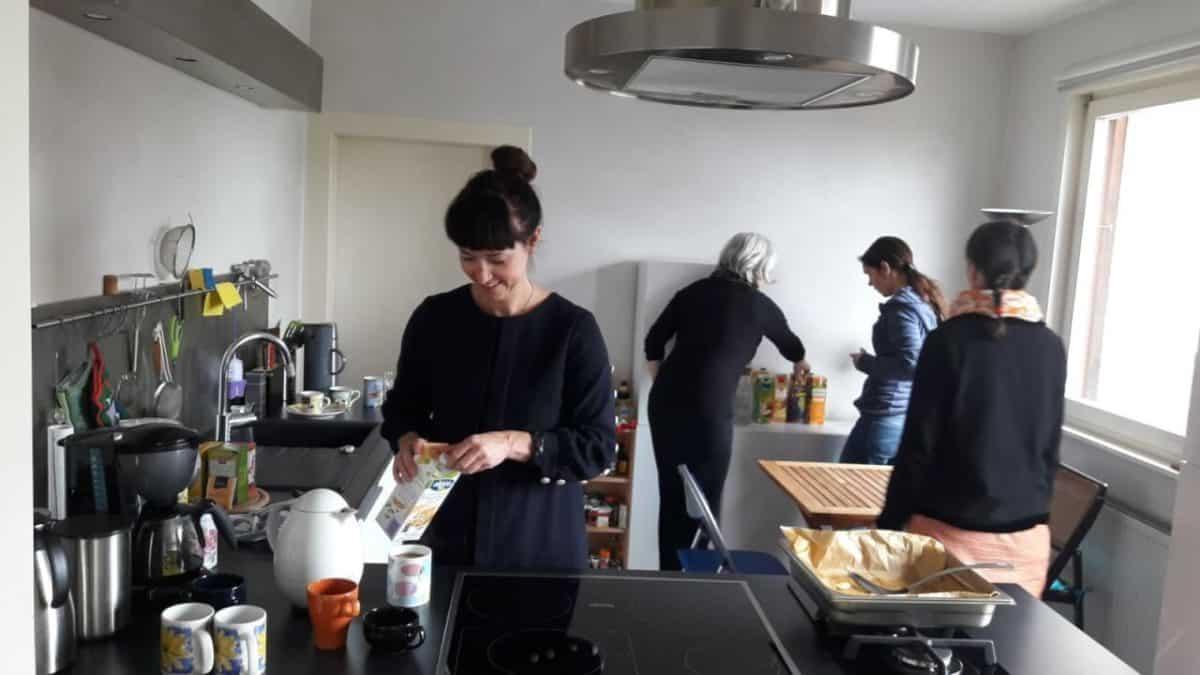 Küche Jivaka Castle Auszeit Übernachtung Selbstversorgung Gruppenhaus